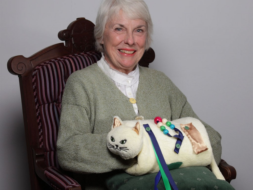 Toys For Adults With Dementia : Twiddle muff best alzheimer s products