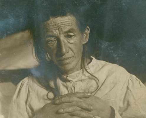 Auguste Deter– taken in 1906 shortly before her death from Alzheimers disease.