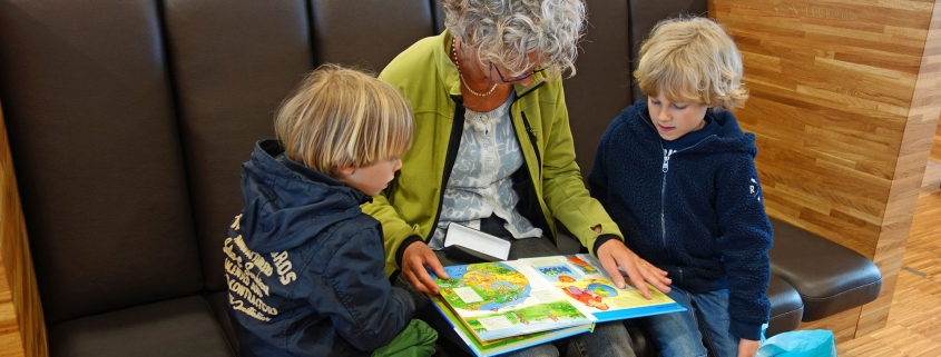 Library Professionals | Find appropriate material to create a more dementia friendly library.